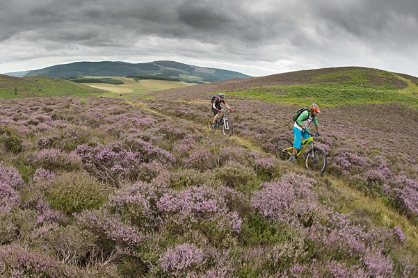 Innerleithen residents complaining about mountain bikers 'stripping off' in the streets - MBR