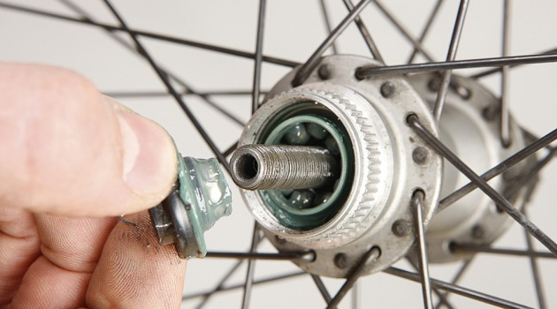 How to service your Shimano hubs (VIDEO) - MBR