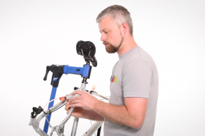 Watch our easy guide on how to bleed Shimano mountain bike disc brakes so you can keep yours running with tip-top performance