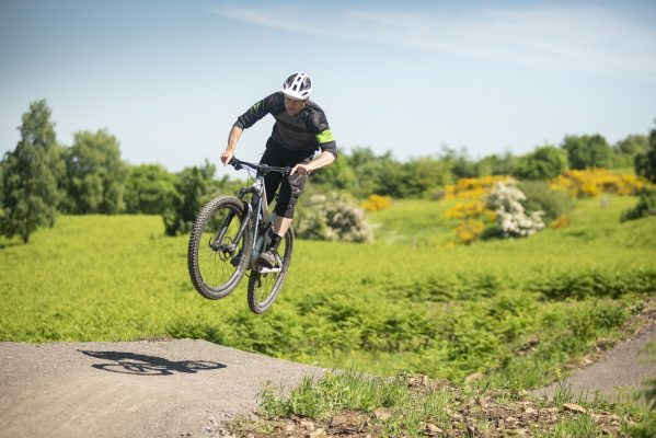 How to jump a mountain bike - MBR