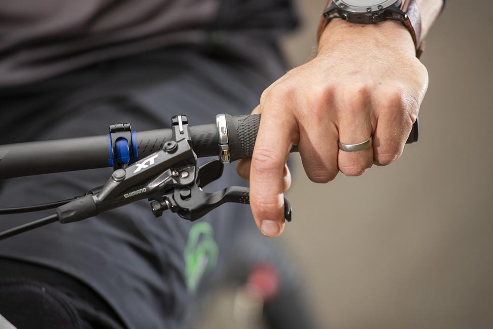 How to manual a mountain bike