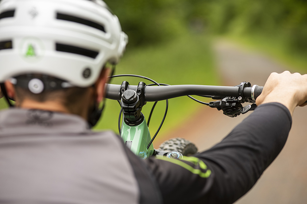 How to manual a mountain bike - MBR
