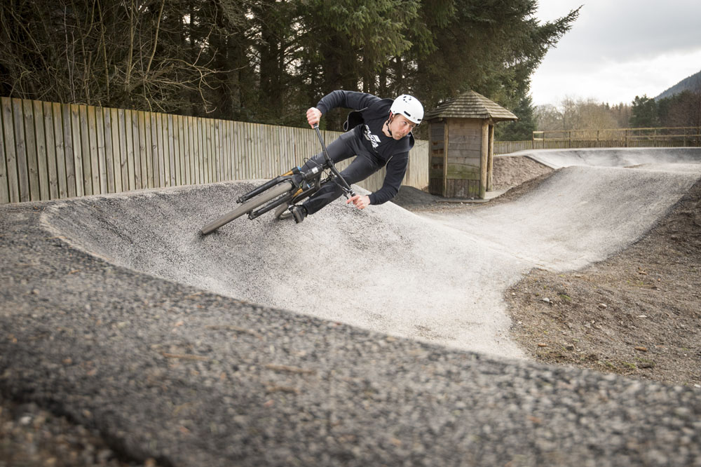 How to ride a pump track - MBR
