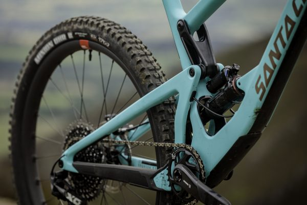 The new Santa Cruz Bronson first ride video - MBR