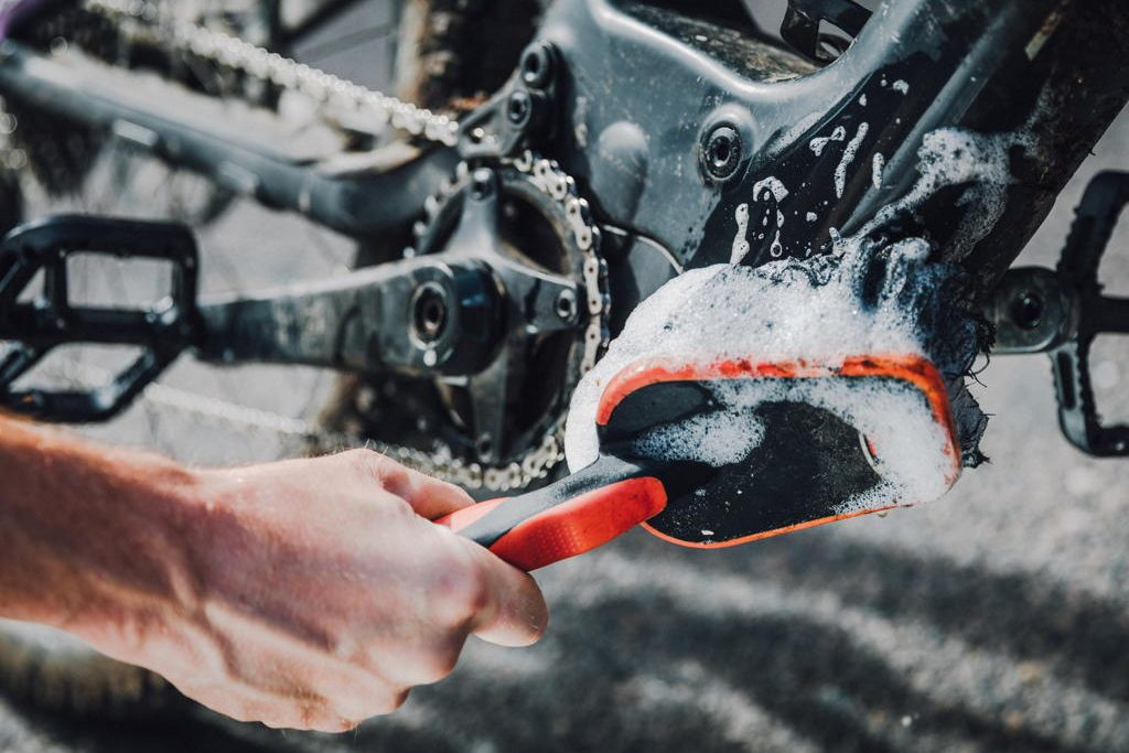How to clean your e-bike (without screwing up the electrics) - MBR