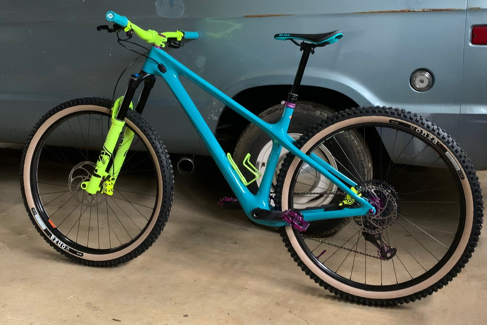 This custom Yeti ARC is a different take on the enduro hardtail idea