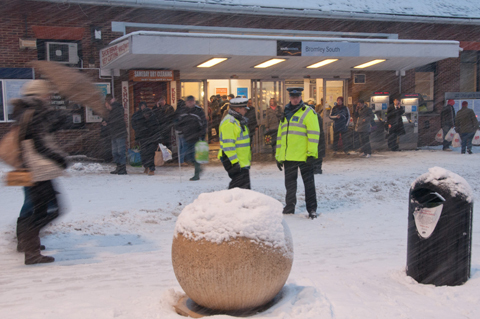 Police stop over snow pics