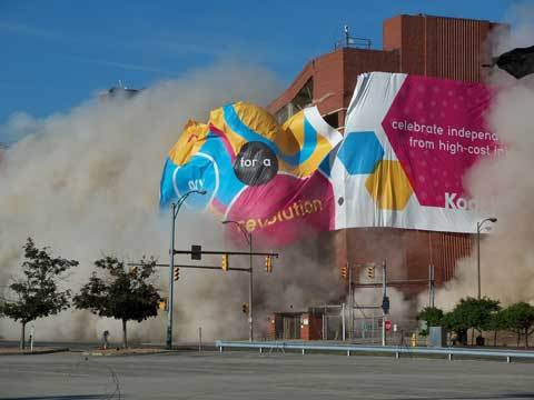 Kodak destroys office buildings