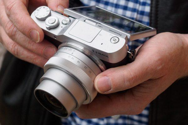 Le GX800 est conçu pour être un petit appareil photo simple pour les débutants