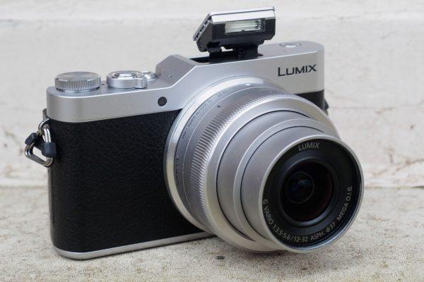 Avec le GX800, Panasonic a continué de simplifier la dénomination de sa caméra