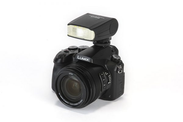 Meike Speedlite MK320 on camera