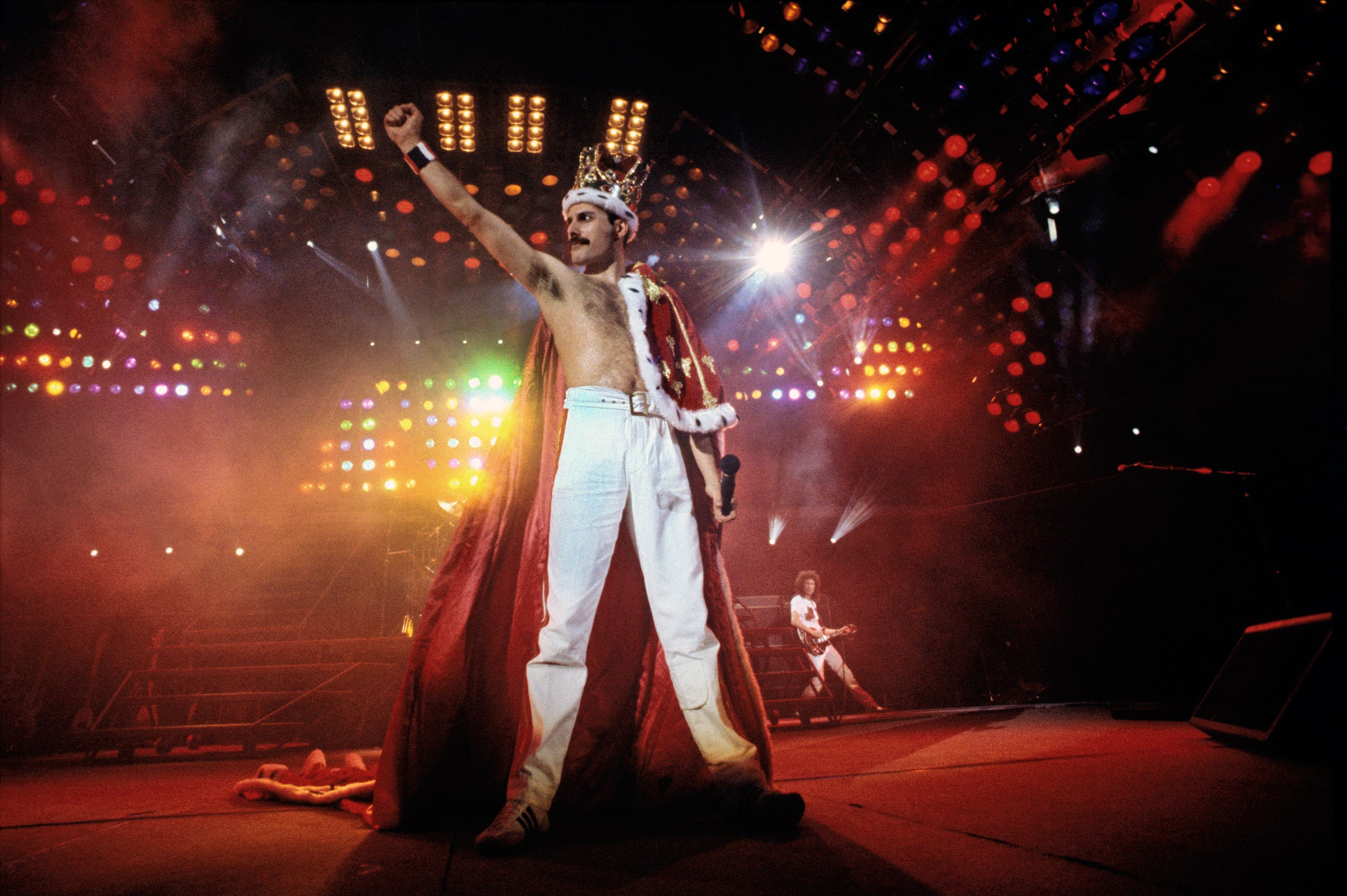 Previously Unseen Photos Of Queen To Tour The UK Amateur
