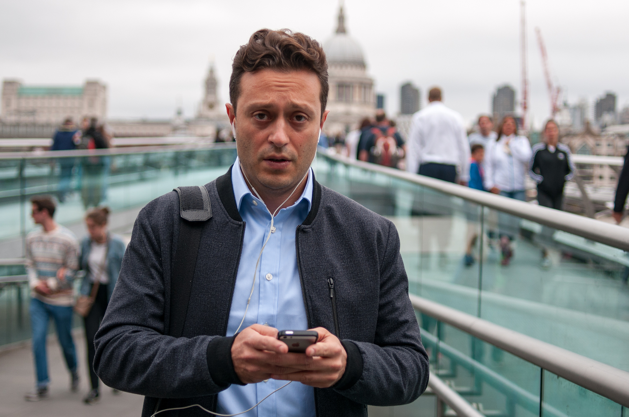 New street photography project aims to capture society's smartphone obsession - Amateur Photographer
