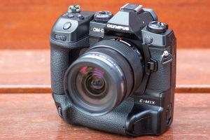 Compact system camera reviews: CSC reviews, tests and specifications