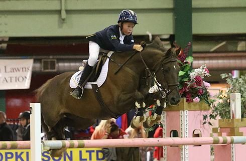 Harry Charles riding Murkas Moneymaker