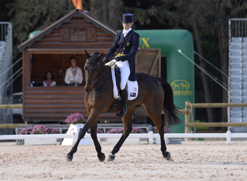 Lucinda Fredericks leads after dressage on Flying Finish at Pau 4-star