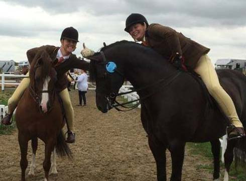 Chloe Chubb celebrates qualifying for HOYS with Moelview Chieftain