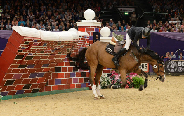 13 Moments When The Bright Lights Of Hoys Proved Too Much