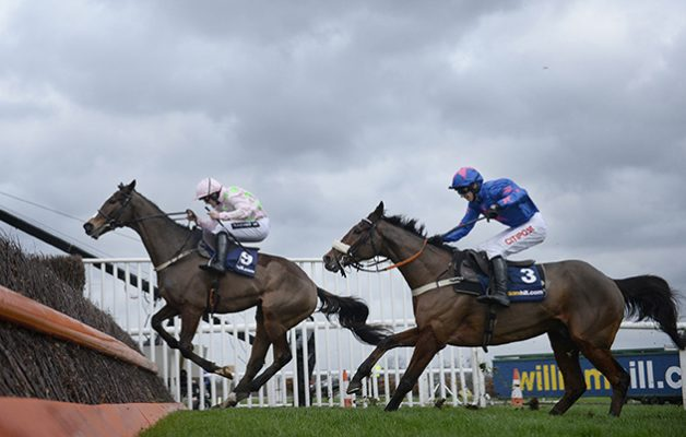 At the last and Cue Card (right) closes down and beats Vautour (left)  26-12-15