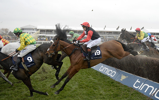 Pacha Du Polder and Victoria Pendleton (black with red sleeves) runs well in the Foxhunters finishing 5th 18-3-16