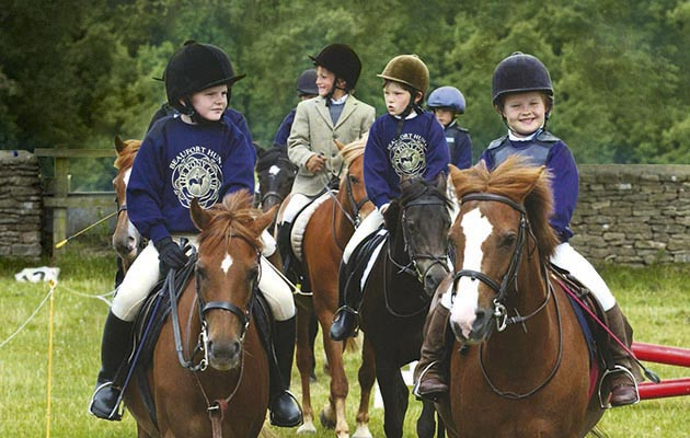 Young riders enjoying Beaufort Hunt Pony Club Camp 2003