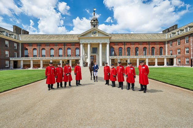 Scott Brash with Chelsea Pensioners at the Royal Hospital Chelsea. Photos by Kirsten Holst. (contact: www.kirstenholst.com)