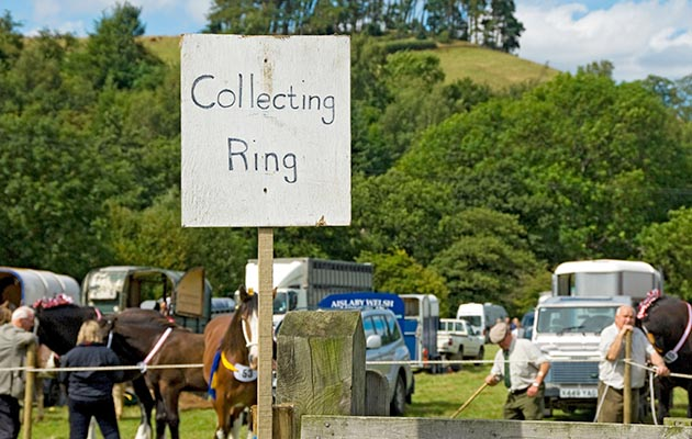 BRKT0D Close up of Collecting Ring sign at Rosedale Show North Yorkshire England UK United Kingdom GB Great Britain