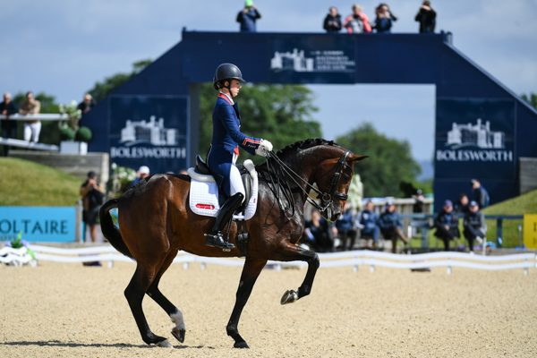 Charlotte dujardin and freestyle wing their way to an 80 for Dujardin hugues