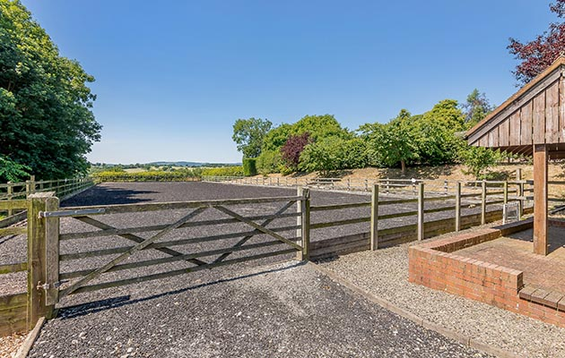 Ready for the perfect horsey village life? An idyllic country hall with outdoor school, stables and a swimming pool