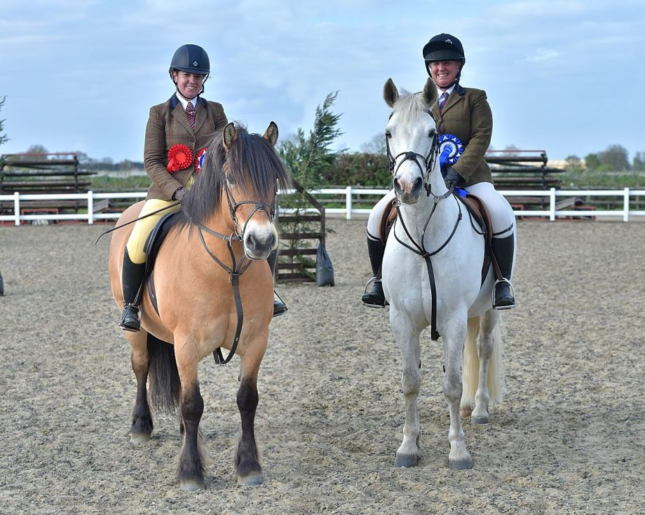 Meet the mother and daughter show team going head-to-head in the working hunter ring…