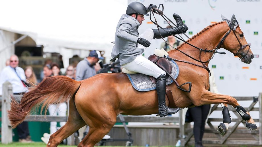 19 July 2019, North Rhine-Westphalia, Aachen: CHIO, equestrian sport, jumping, North Rhine-Westphalia Prize: The rider Philipp Weishaupt from Germany falls from his horse Che Fantastica. Photo: Rolf Vennenbernd/dpa