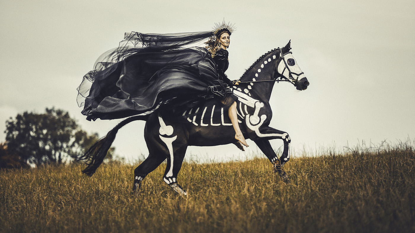 Trick Or Treat Equine Photographer Who Talks To Horses Produces Amazing Halloween Photos Horse Hound