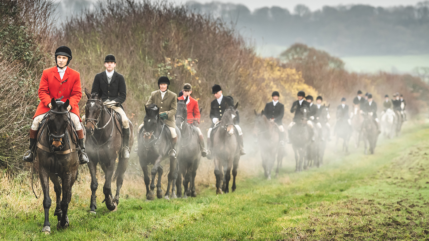 Hunts harness the power of social media as Hunting Act reaches 15th anniversary *H&H Plus* - Horse & Hound