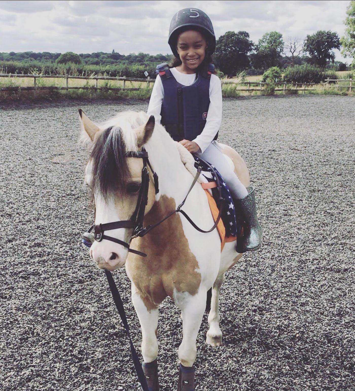 Cavalos não veem cor: a mãe de um jovem cavaleiro negro espera cultivar futuros talentos 1