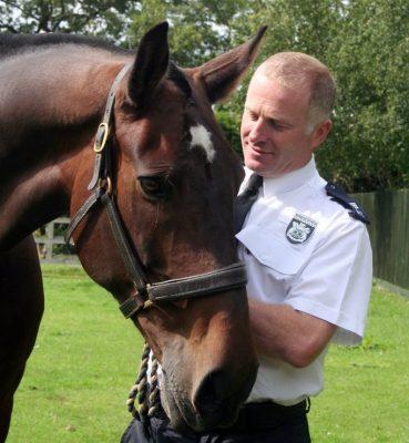 Adeus ao gentil cavalo policial gigante que adorava humanos e Likits 1