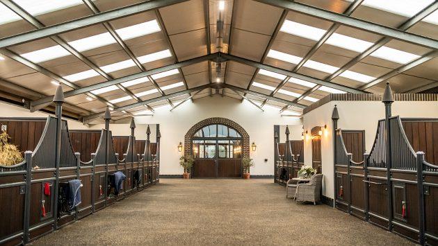 Confira o novo e impressionante estábulo do olímpico Spencer Wilton 1