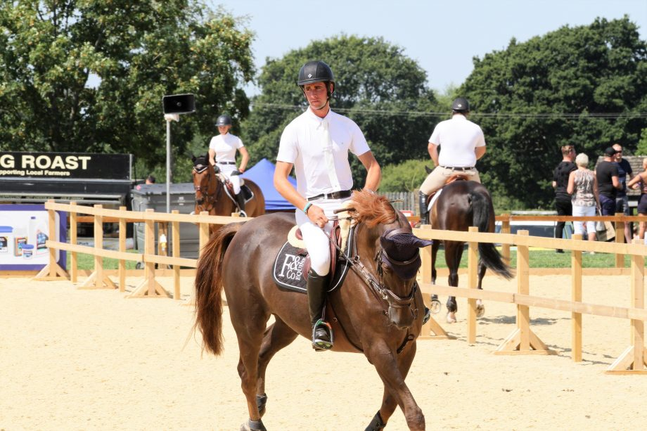 How to pick up the correct canter lead