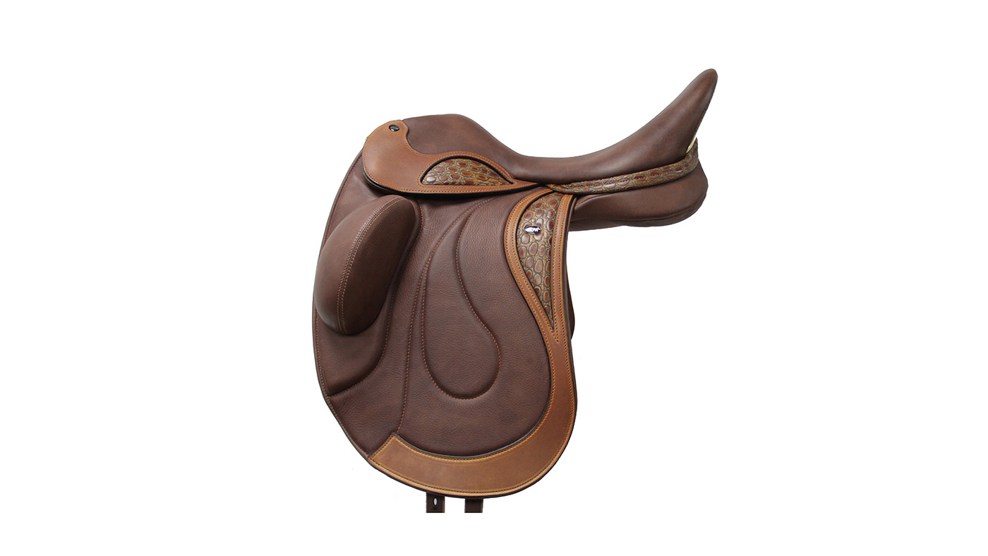 WOW Ultra Competitor dressage saddle