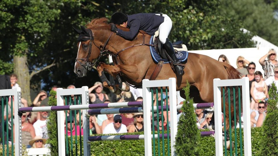 Robert Whitaker rides Major Delacour to win the Cock'o the North at Great Yorkshire Show