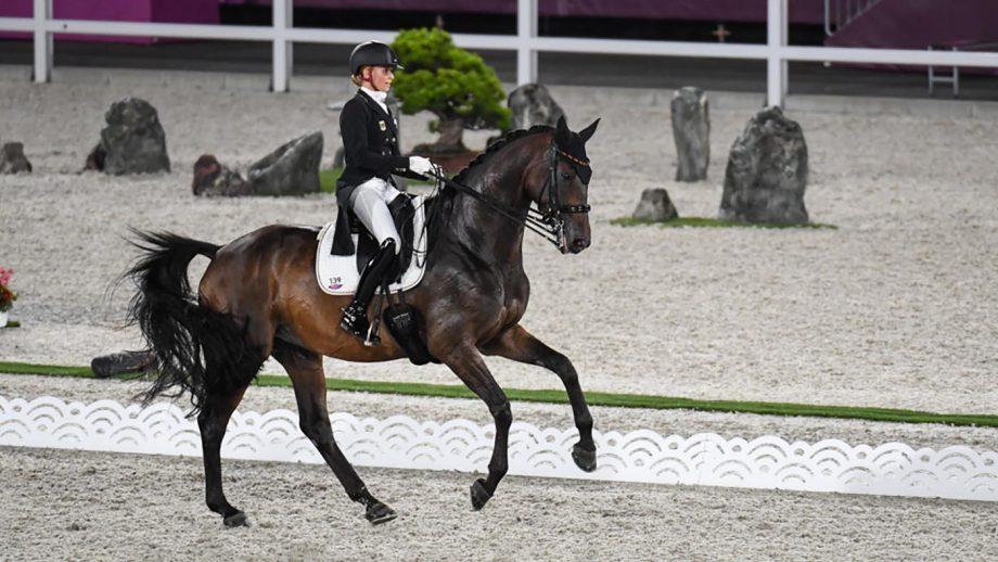 Jessica von Bredow-Werndl on her way to winning Olympic individual gold