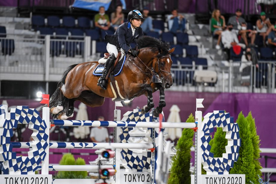 Teddy Vlock and Amsterdam 27 in the Olympic team showjumping at the Tokyo Olympics.