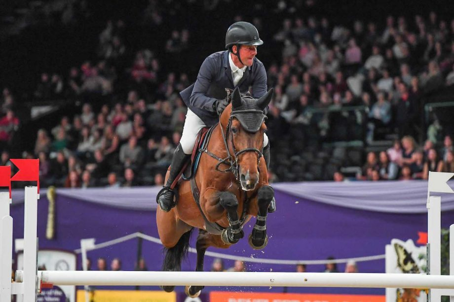 Guy Williams and Rouge De Ravel win the HOYS Thistledown Cup