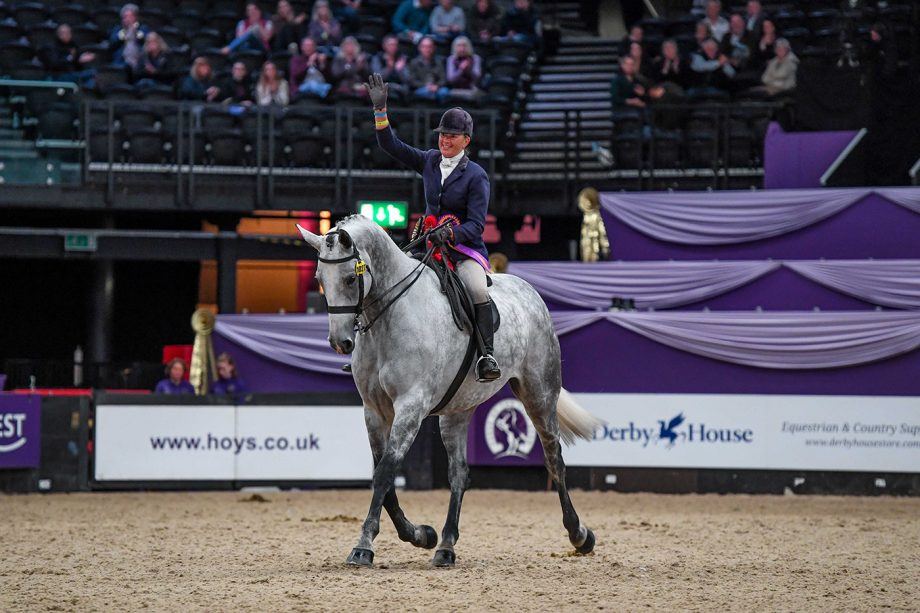 Bloomfield Eloquence and Loraine Homer are middleweight hunter of the year champions at HOYS 2021