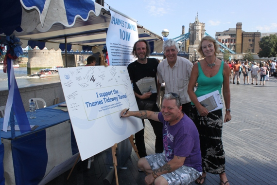 Thames Festival TTN board signing with Chris Looker