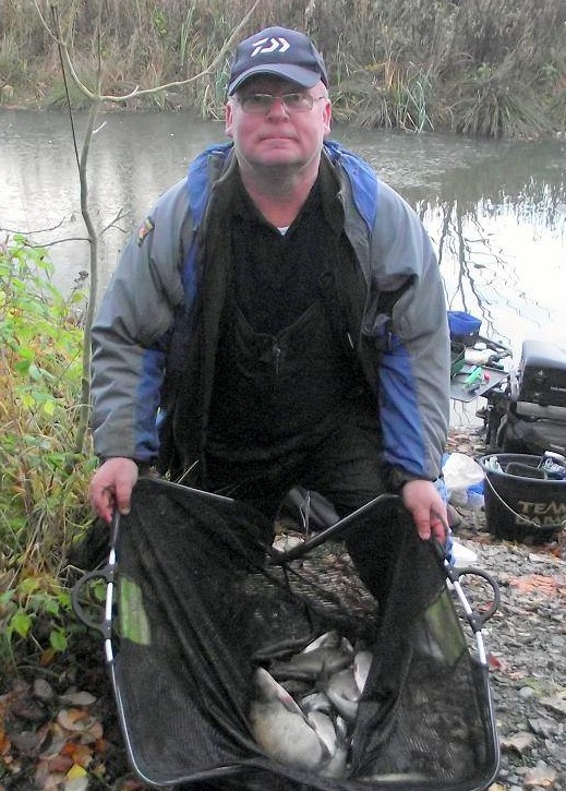 Tommy Lauriston with his magic Magiscroft bag of silver