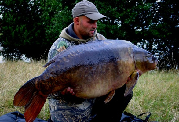 Oz Holness with British record carp, Two Tone. The fish has since died.