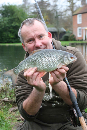Duncan Charman shares top tips for river roach fishing in this article.