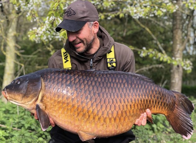 Simon Crow nets a <b>Common Carp</b> to really crow about!