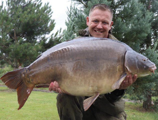 RH Fisheries carp brace scaling 104 lb on paste bait trick