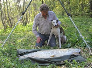 Brian Morland and his dog admire what could have been the biggest pike to have ever swum in an English fishing venue. If you know of a bigger one, drop an email to: amletters@ti-medai.com